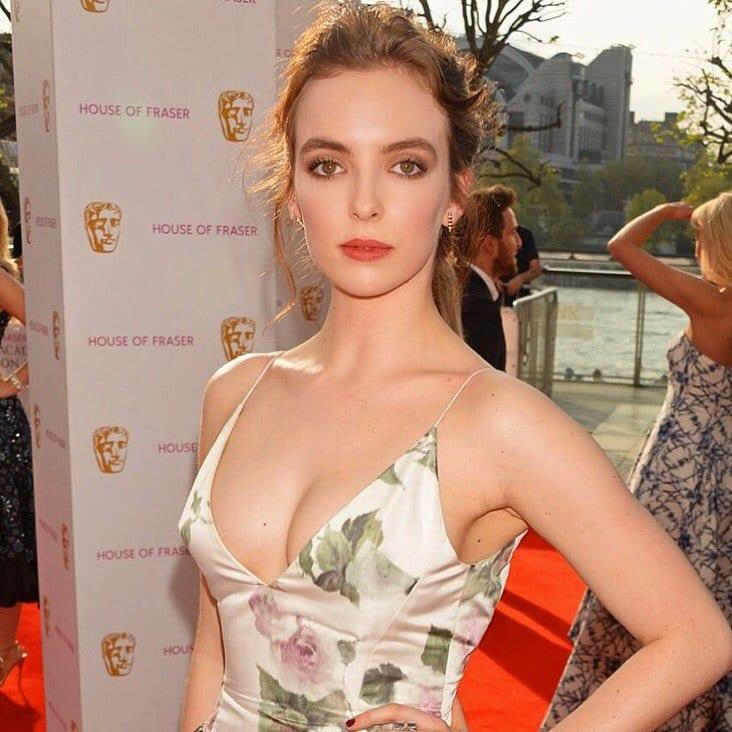 Jodie Comer sexy cleavage pics