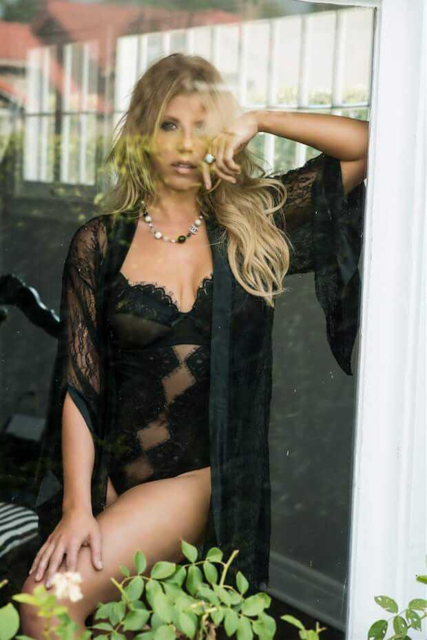 Jodie Sweetin lingerie pics