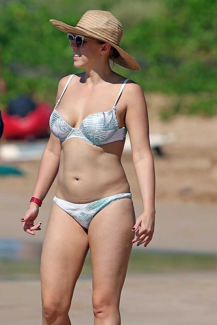 Jodie Sweetin sexy bikini pics