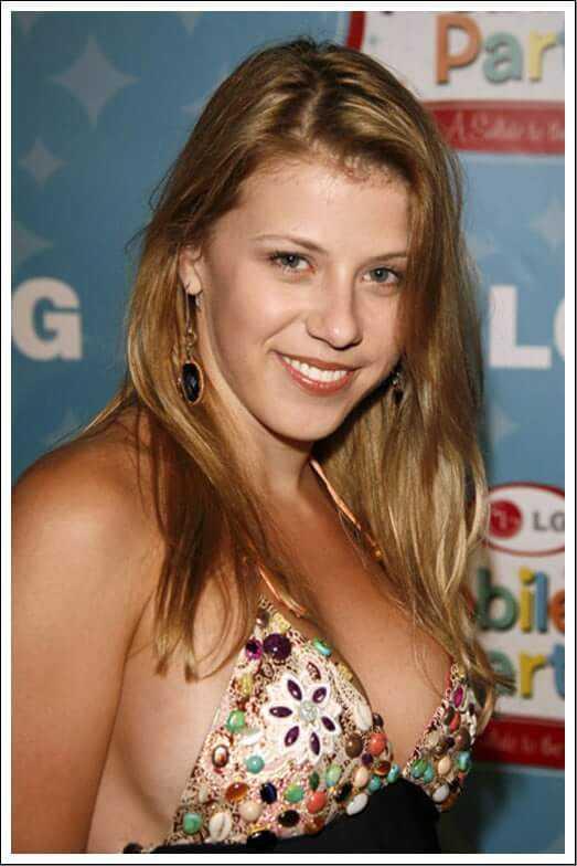 Jodie Sweetin sexy side boobs pics