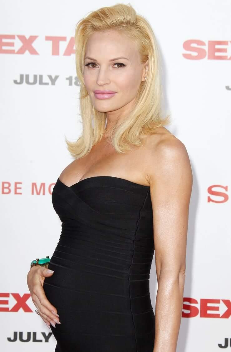 Jolene Blalock sexy cleavage pics
