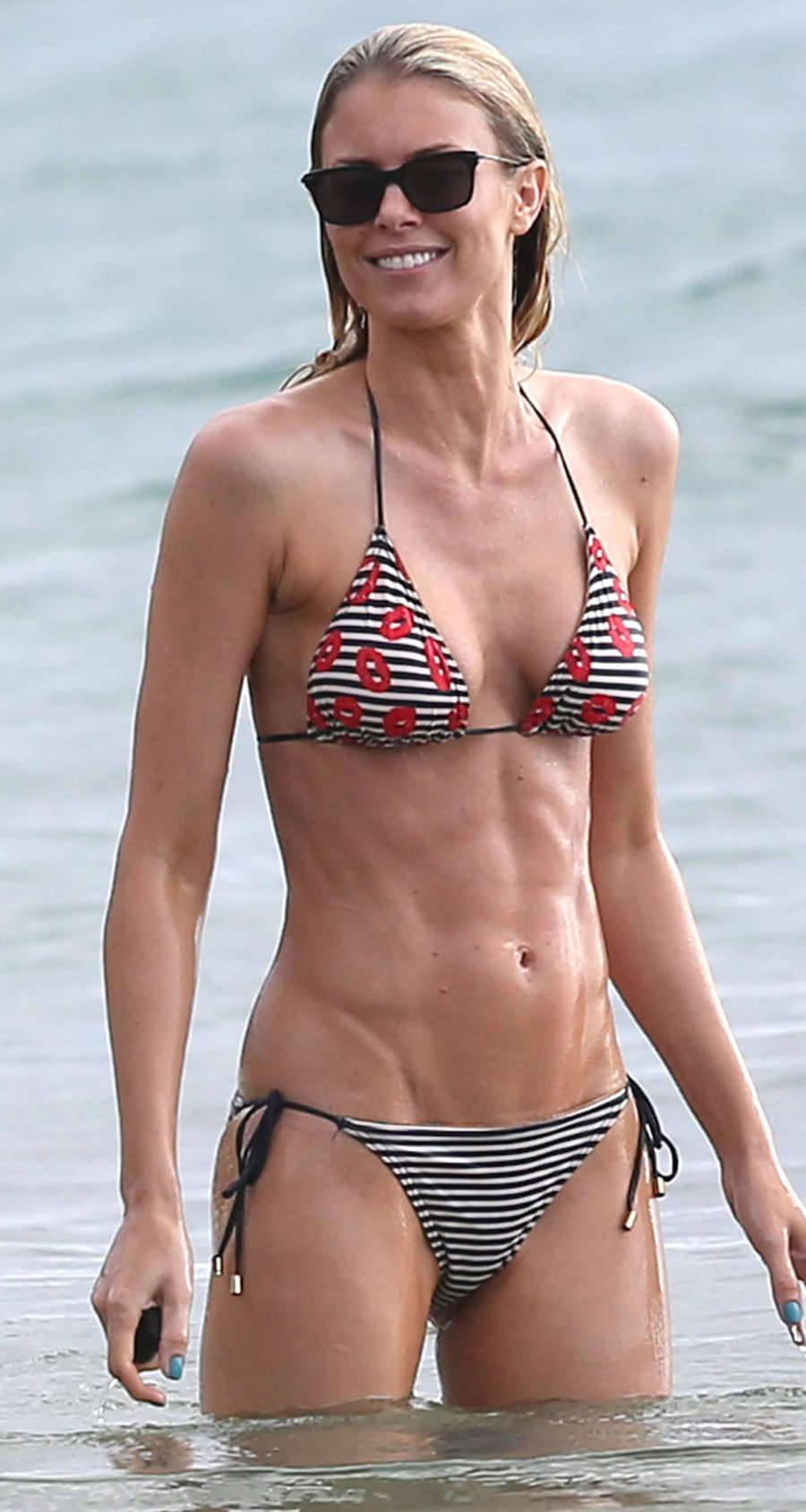 Julie Bowen hot bikini pics