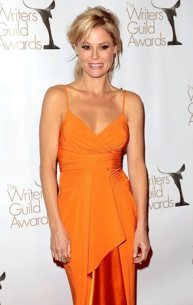 Julie Bowen hot tits pics