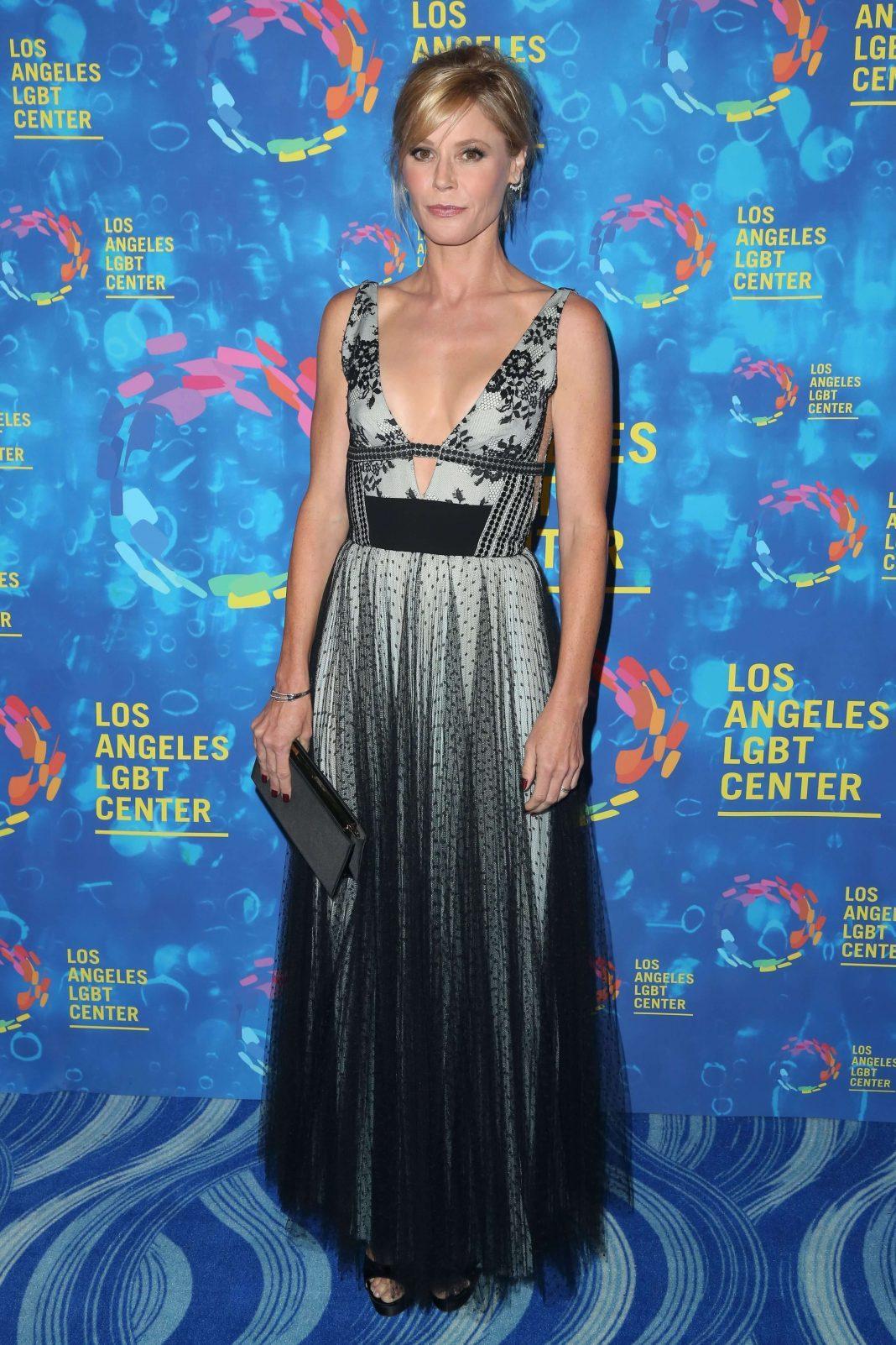 Julie Bowen sexy tits pics