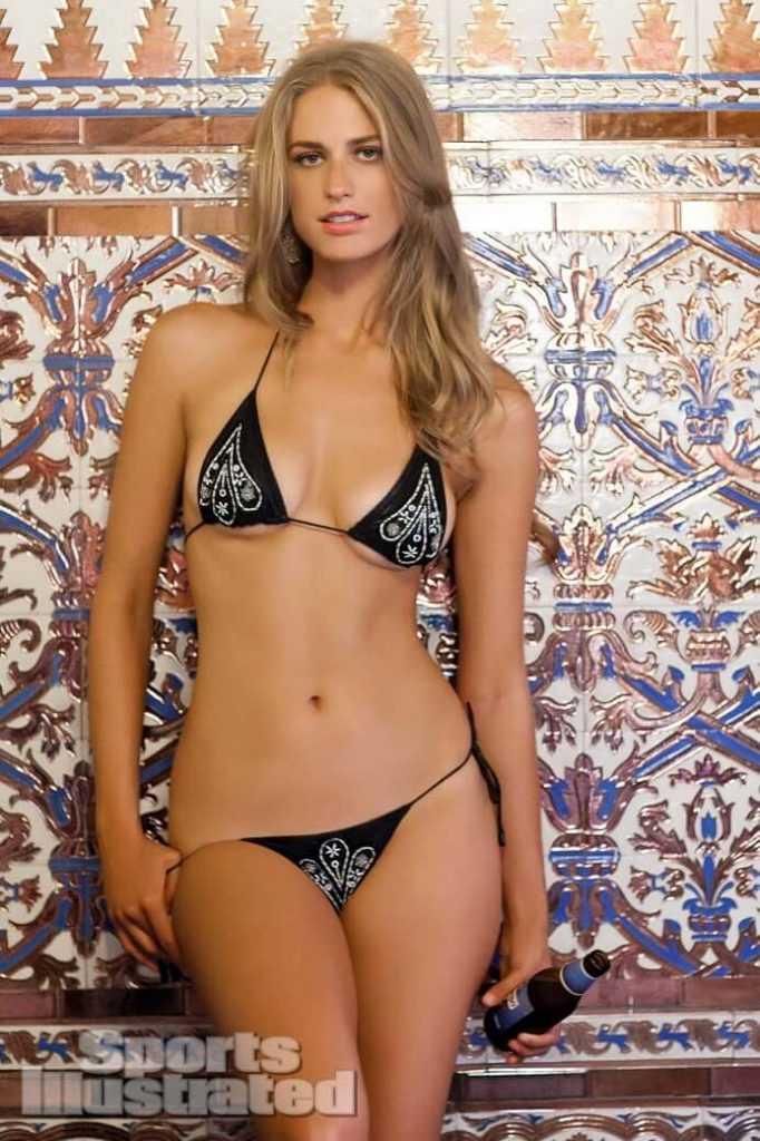 Julie Henderson hot look pics