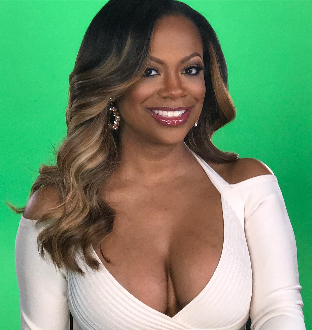 Kandi Burruss hot cleavage