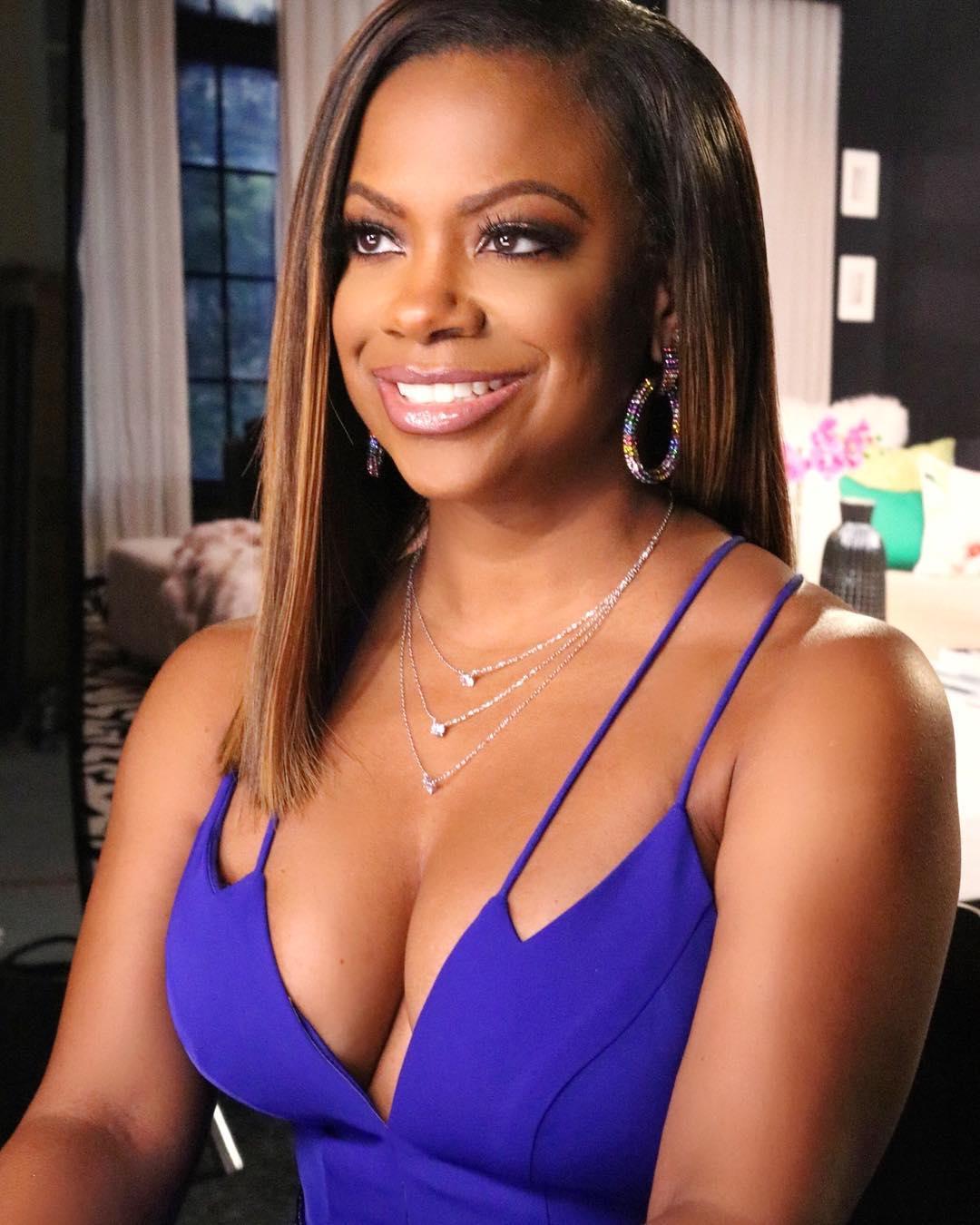 Kandi Burruss sexy cleavage pic