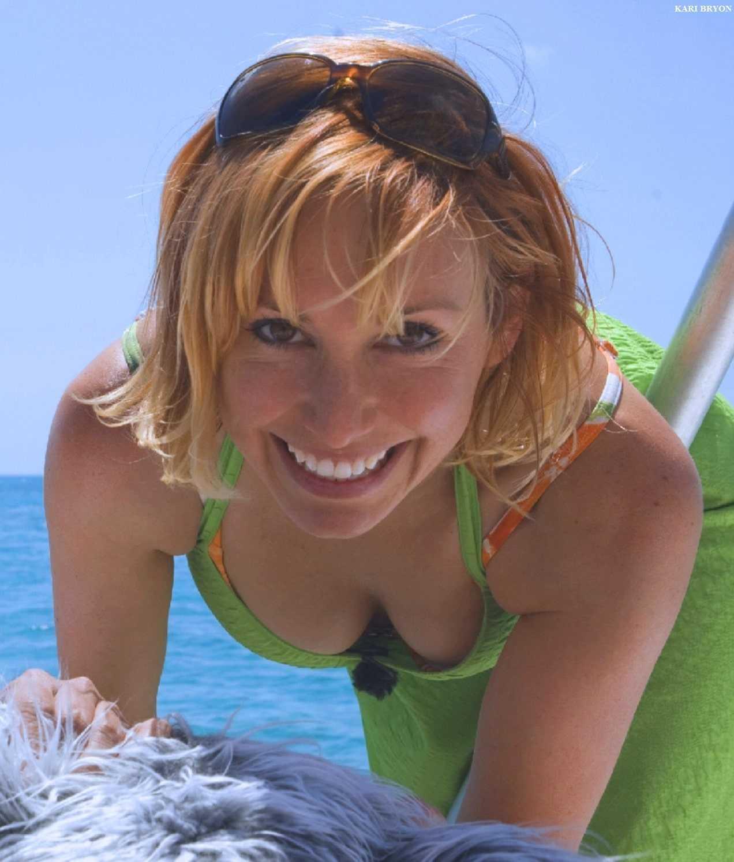 Kari Byron cleavage pic (2)