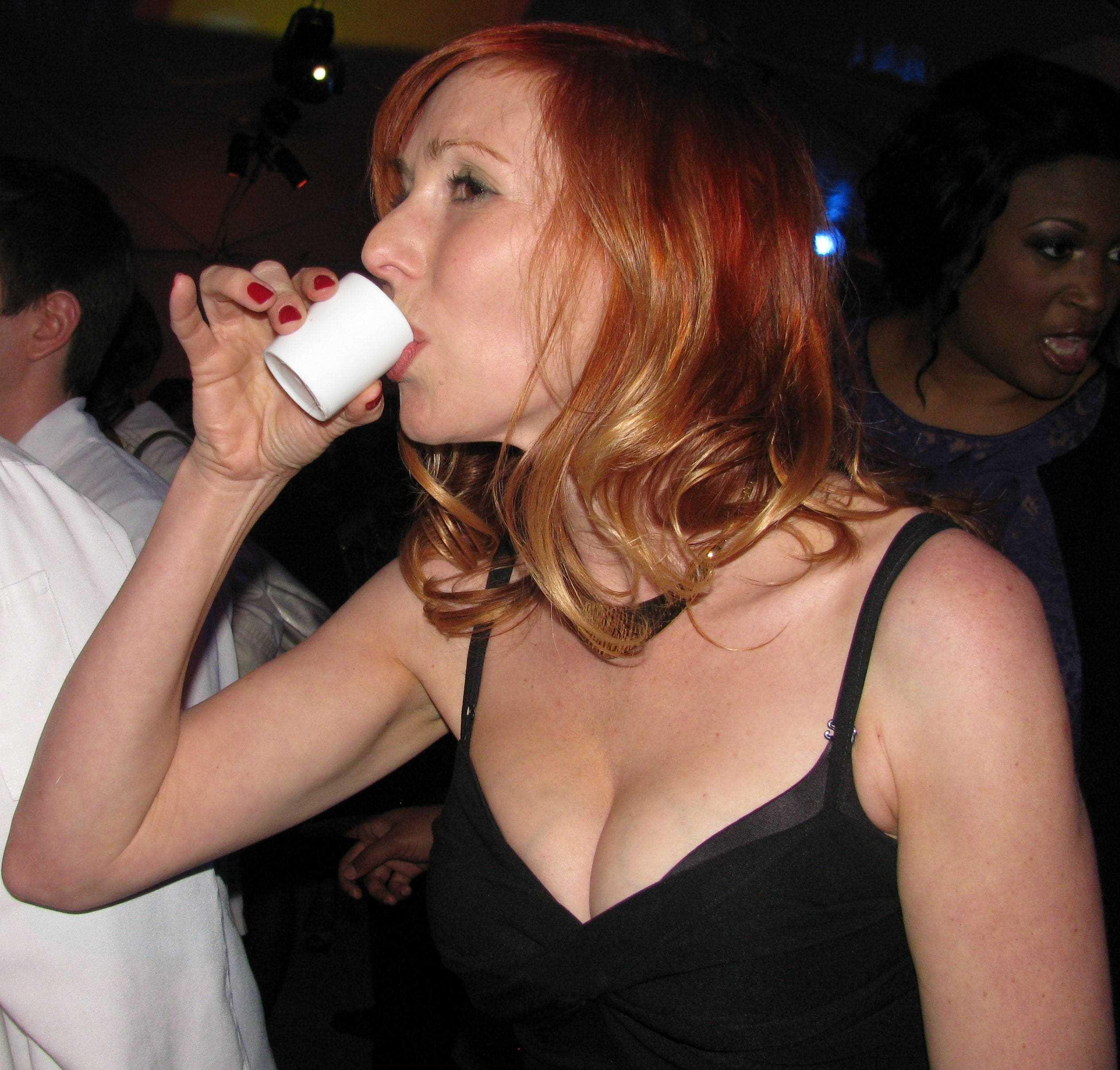 Kari Byron hot cleavage pic (2)