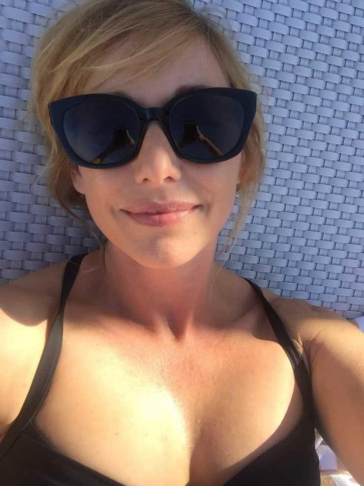 Kari Byron sexy look (2)