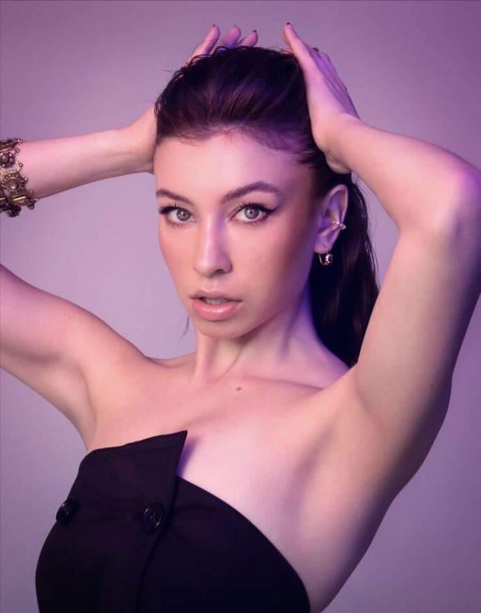 Katelyn Nacon sexy armpit pics