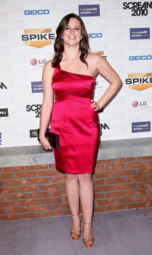 Katie Featherston sexy look pics