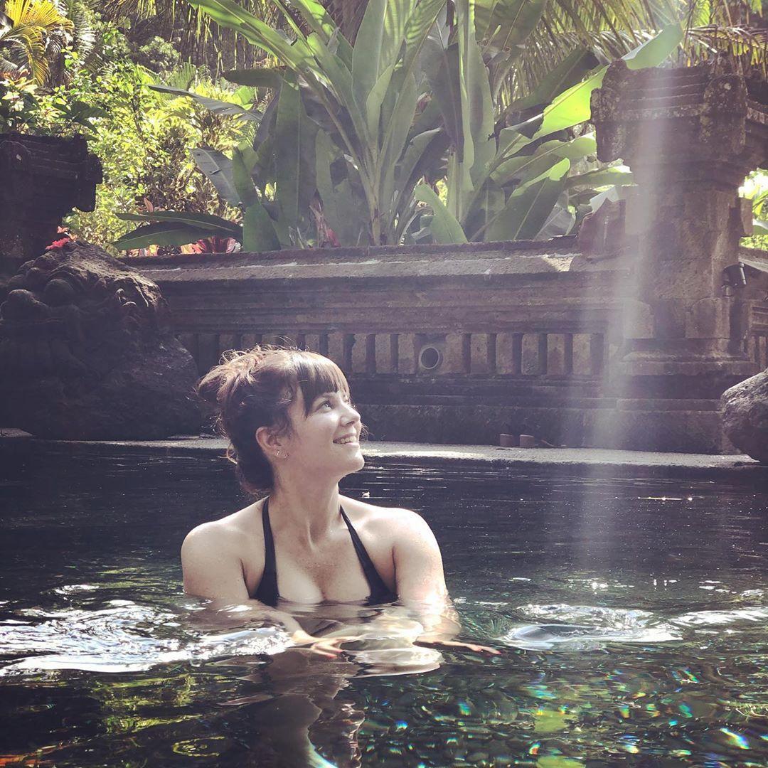 Katie Featherston sexy tits pics