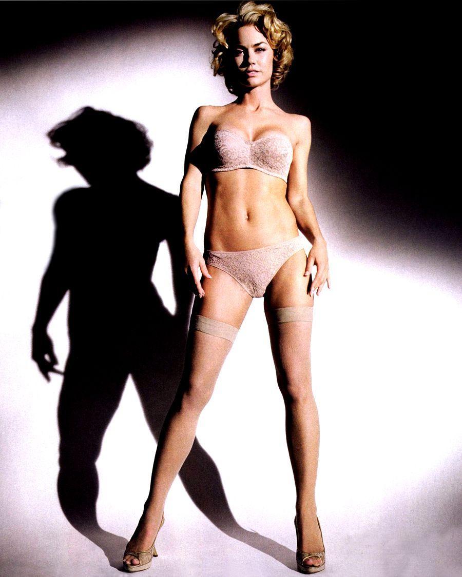 Kelly Carlson bikini pic