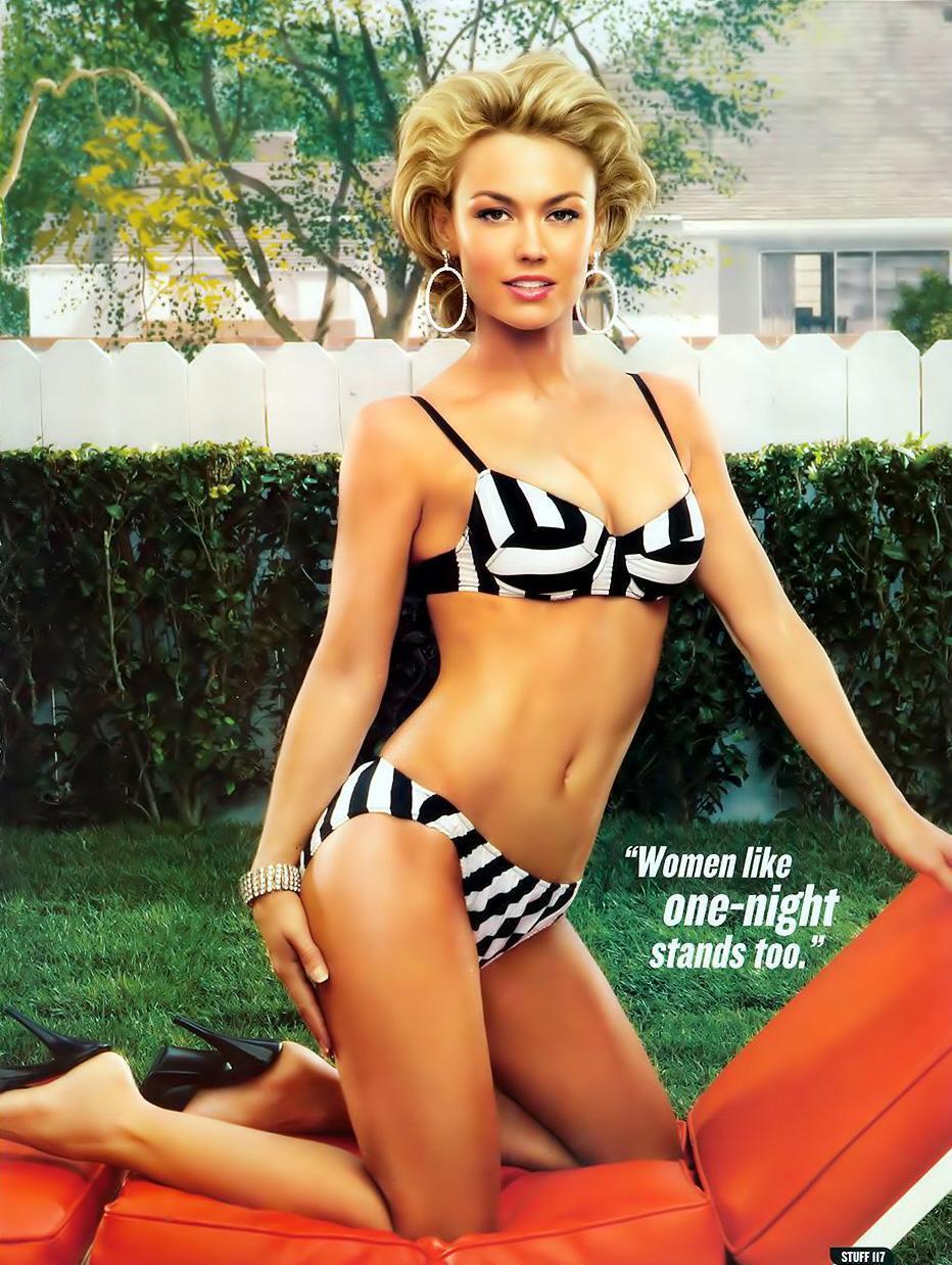 Kelly Carlson bikini pics