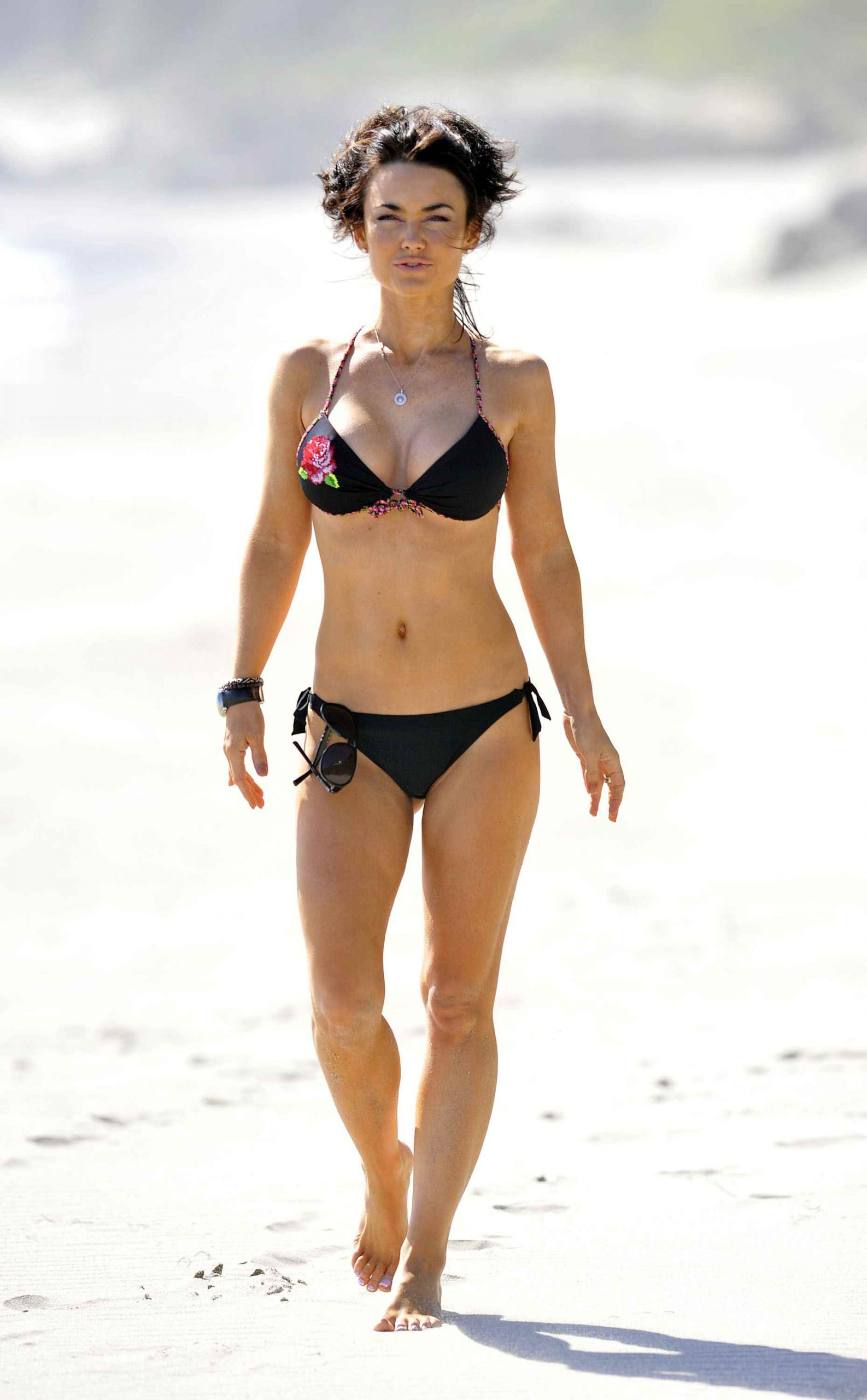 Kelly Carlson black bikini pic