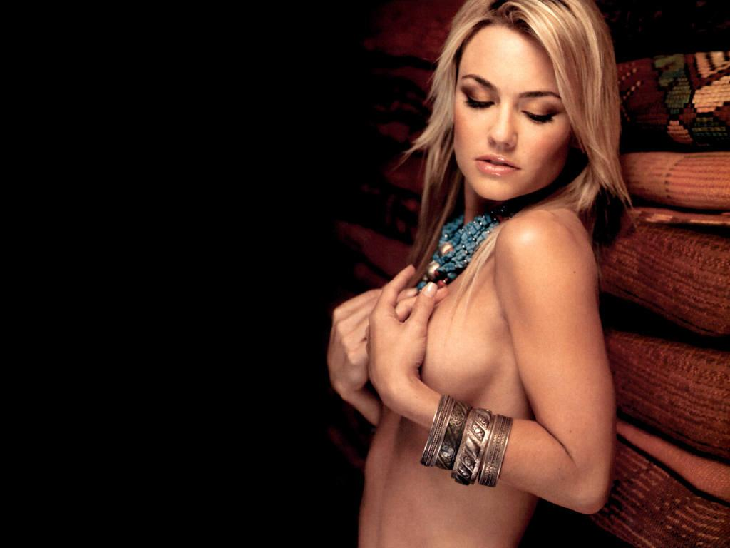 Kelly Carlson hot topless pic