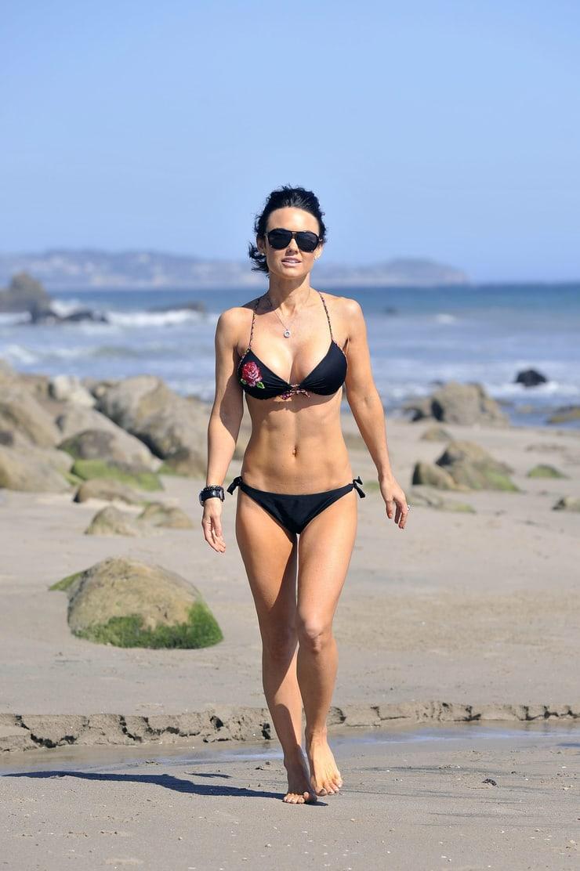 Kelly Carlson sexy bikini pic