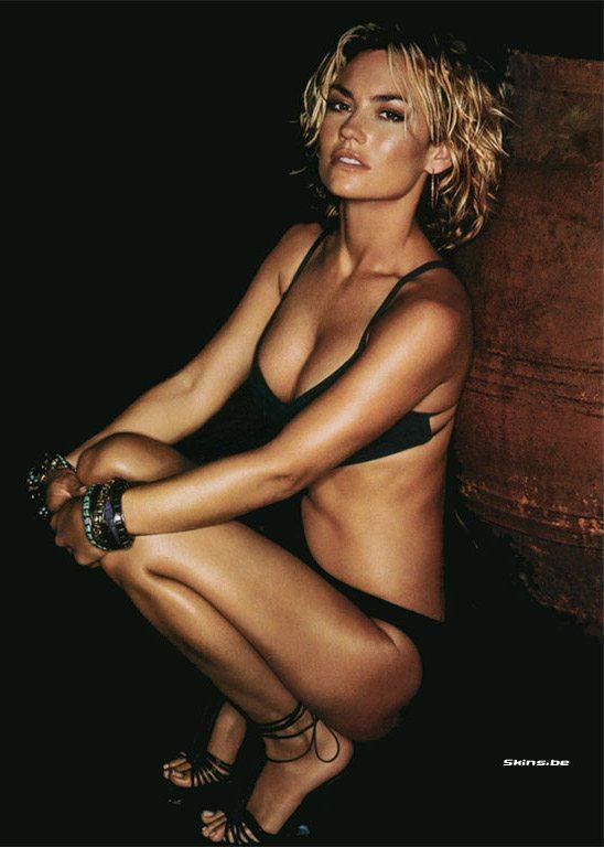 Kelly Carlson sexy look pic