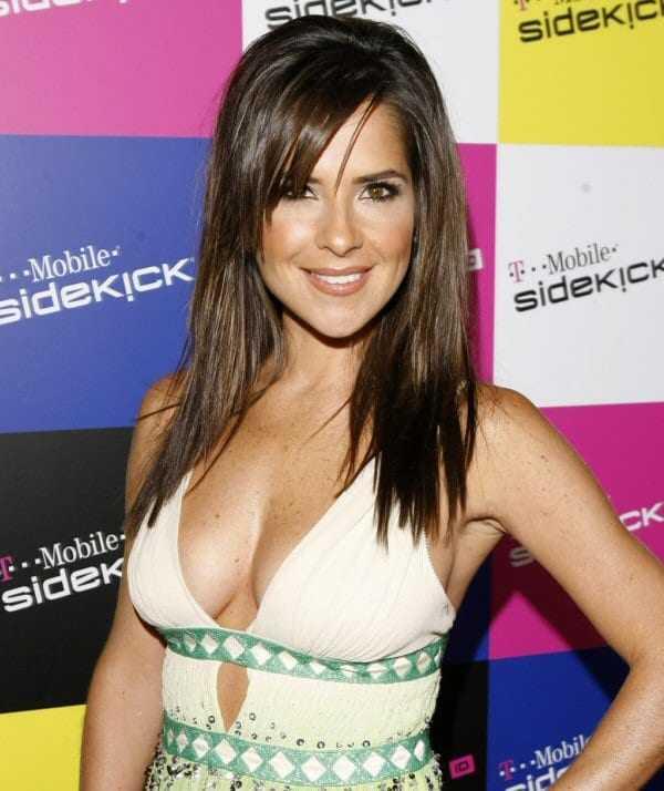 Kelly Monaco sexy cleavage pics