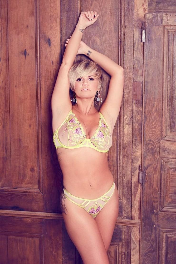 Kerry Katona sexy look