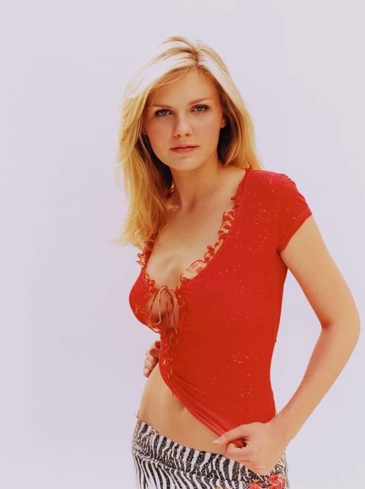 Kirsten Dunst cleavage pics