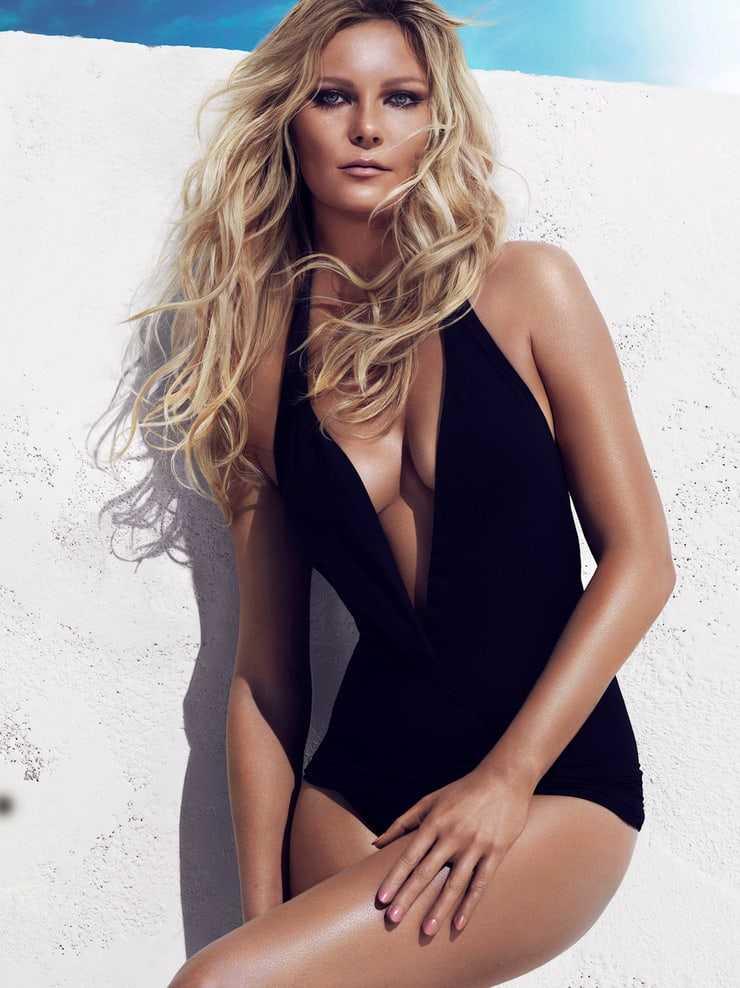 Kirsten Dunst hot lingerie pics