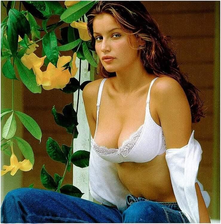 Laetitia Casta hot cleavage pics