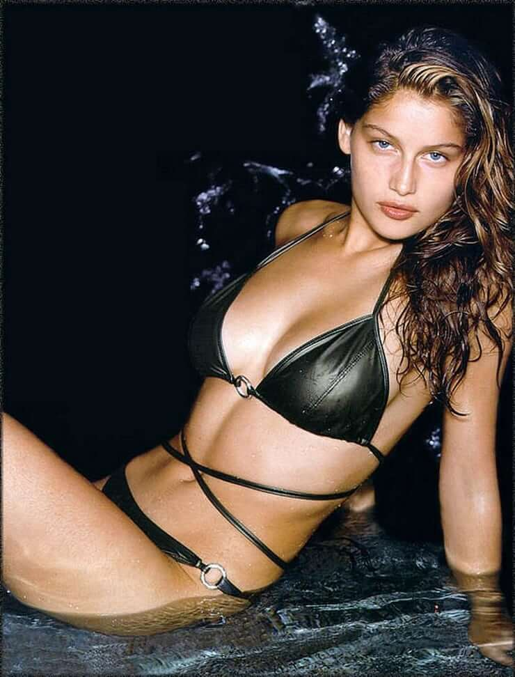 Laetitia Casta sexy side boobs pics