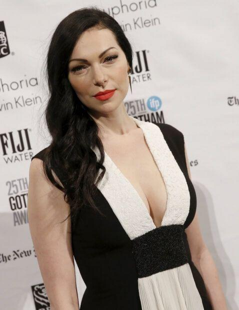 Laura Prepon cleavage pic (2)