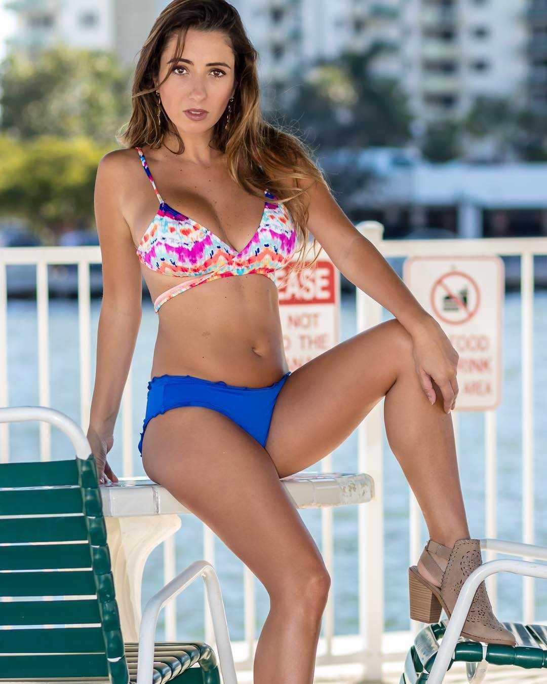 Lauren Francesca sexy bikini pics
