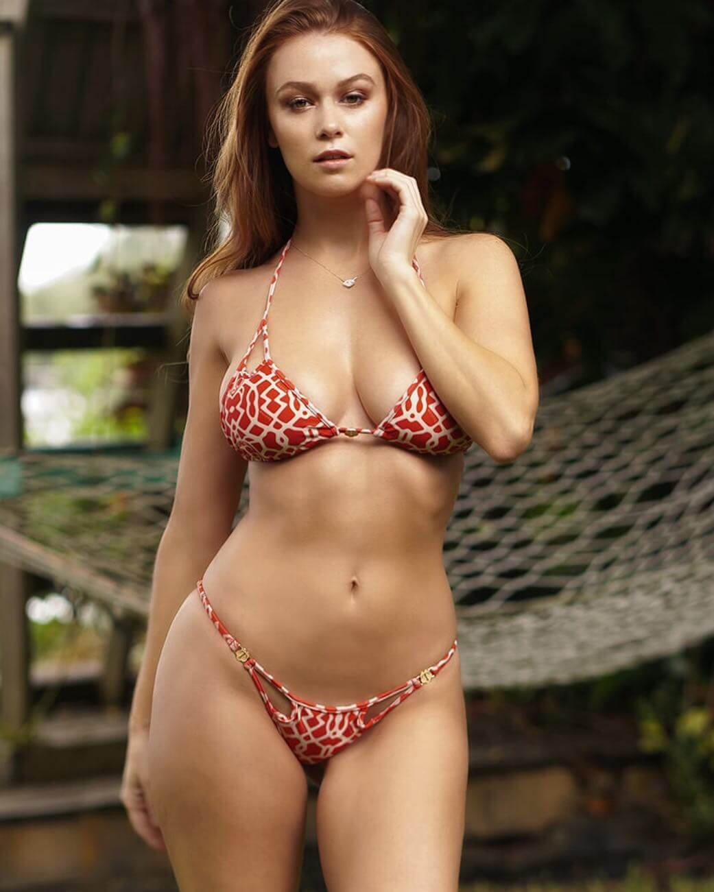 Leanna Decker hot bikini pic