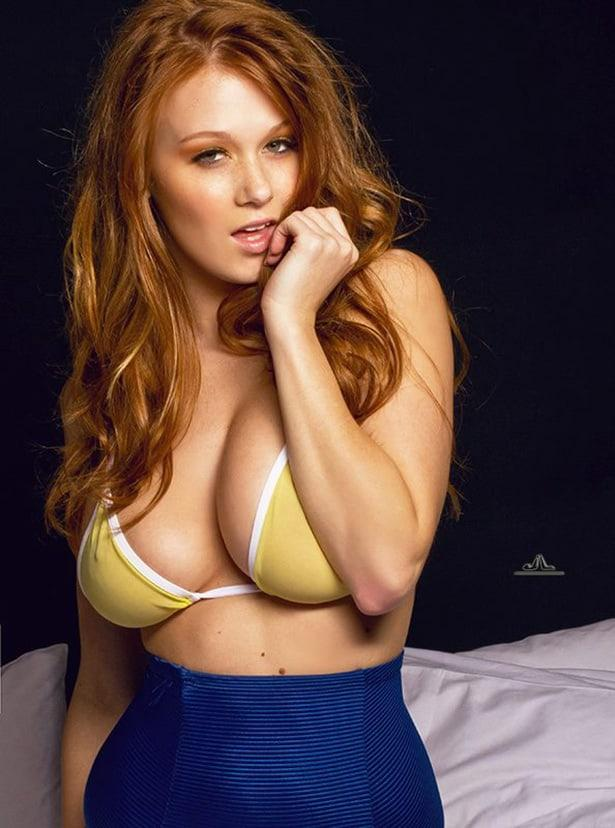 Leanna Decker sexy look pic