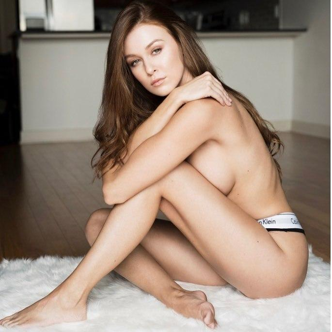 Leanna Decker sexy topless pic