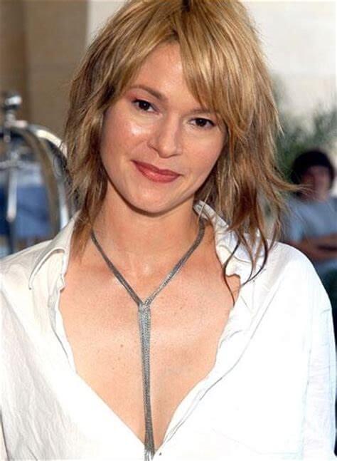 Leisha Hailey cleavage pics