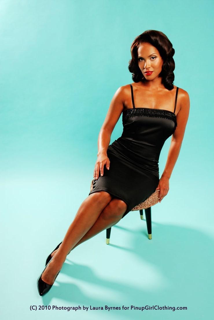Lesley-Ann Brandt sexy look pics