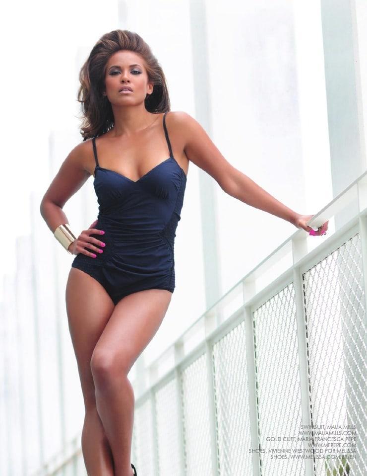 Lesley-Ann Brandt sexy pics