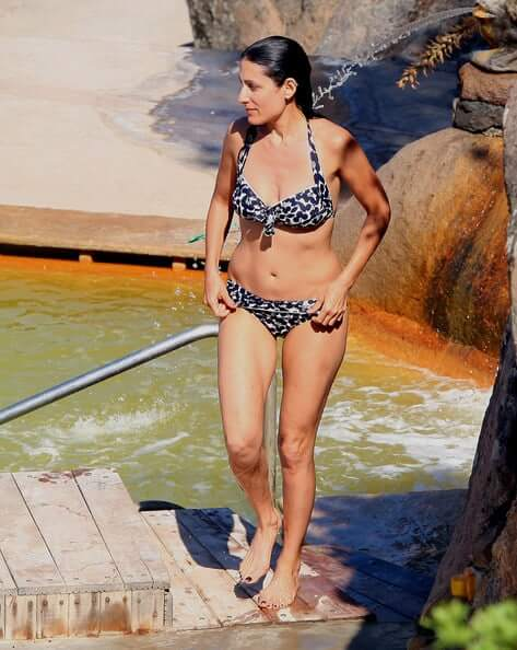 Lisa Edelstein hot bikini pics