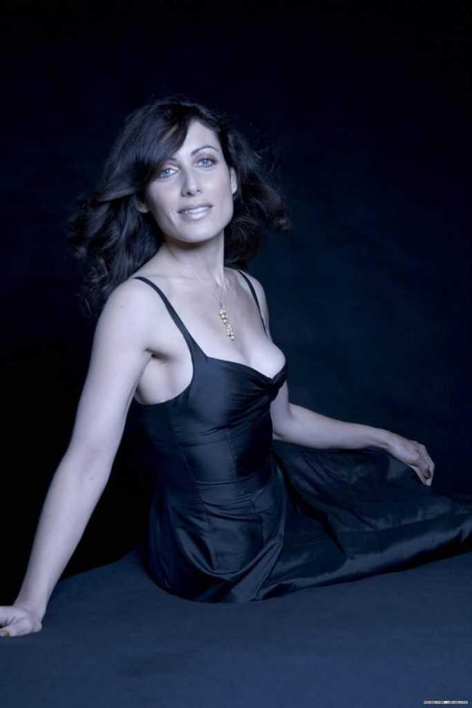 Lisa Edelstein sexy black dress pics