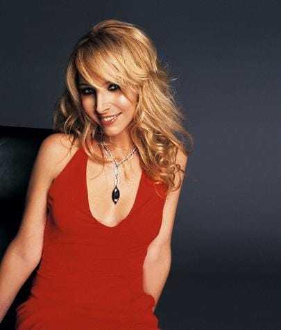 Lisa Kudrow (64)