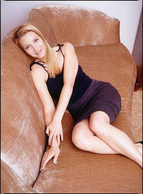 Lisa Kudrow hot cleavage (1)