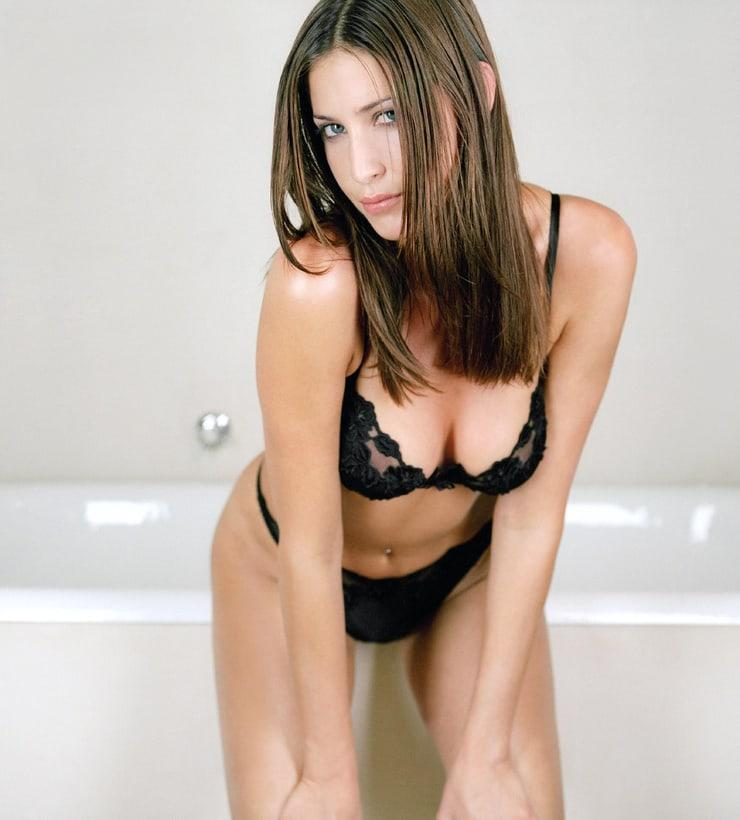 Lisa Snowdon sexy cleavage pic
