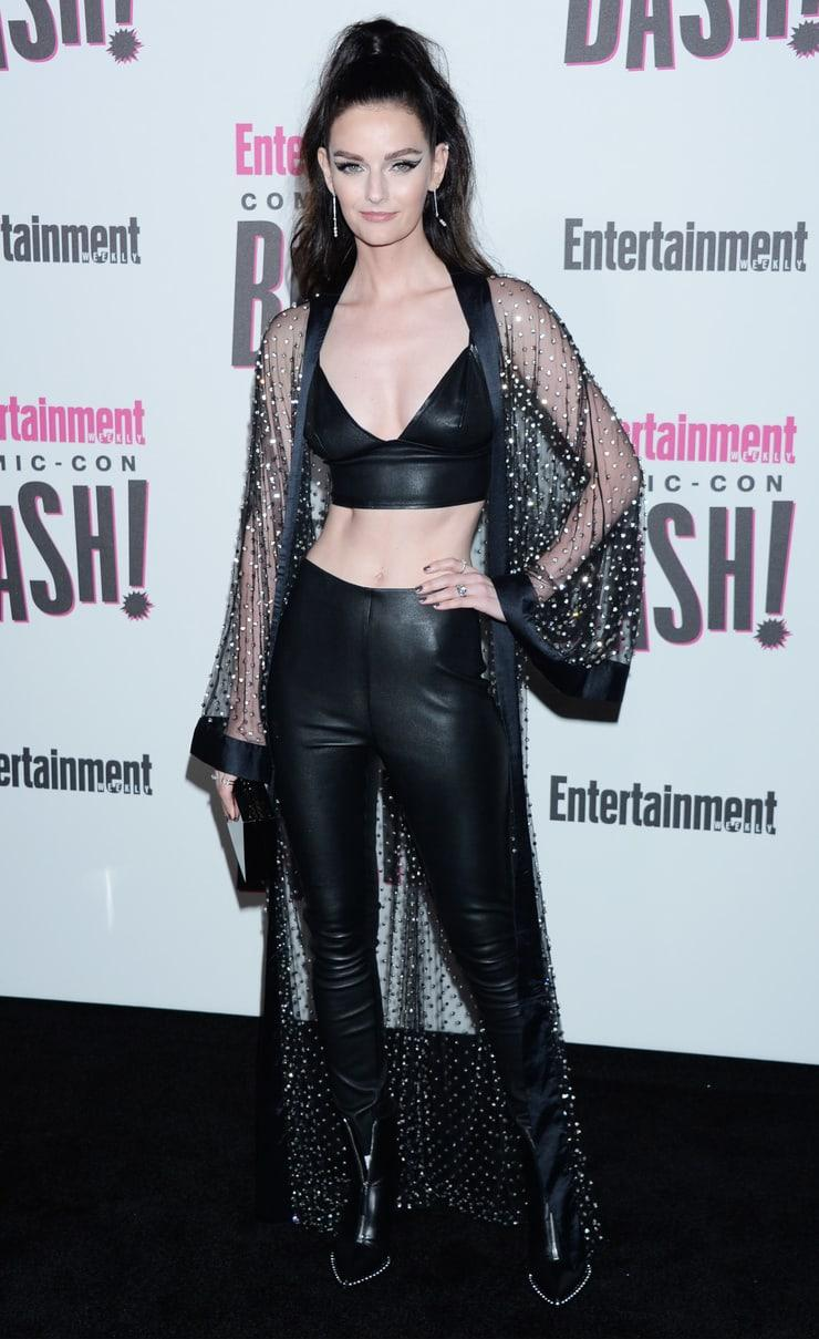 Lydia Hearst sexy cleavage pics