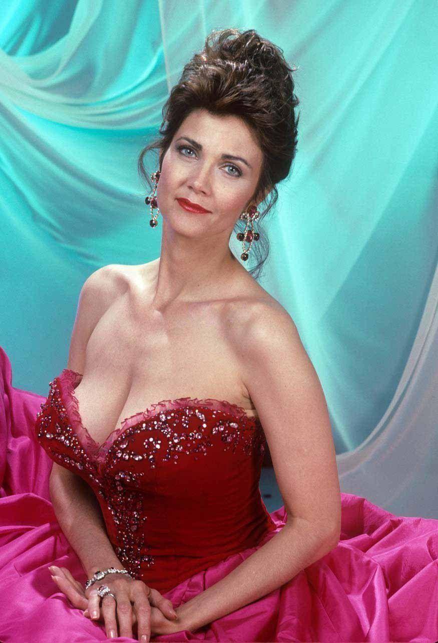 Lynda Carter hot cleavage