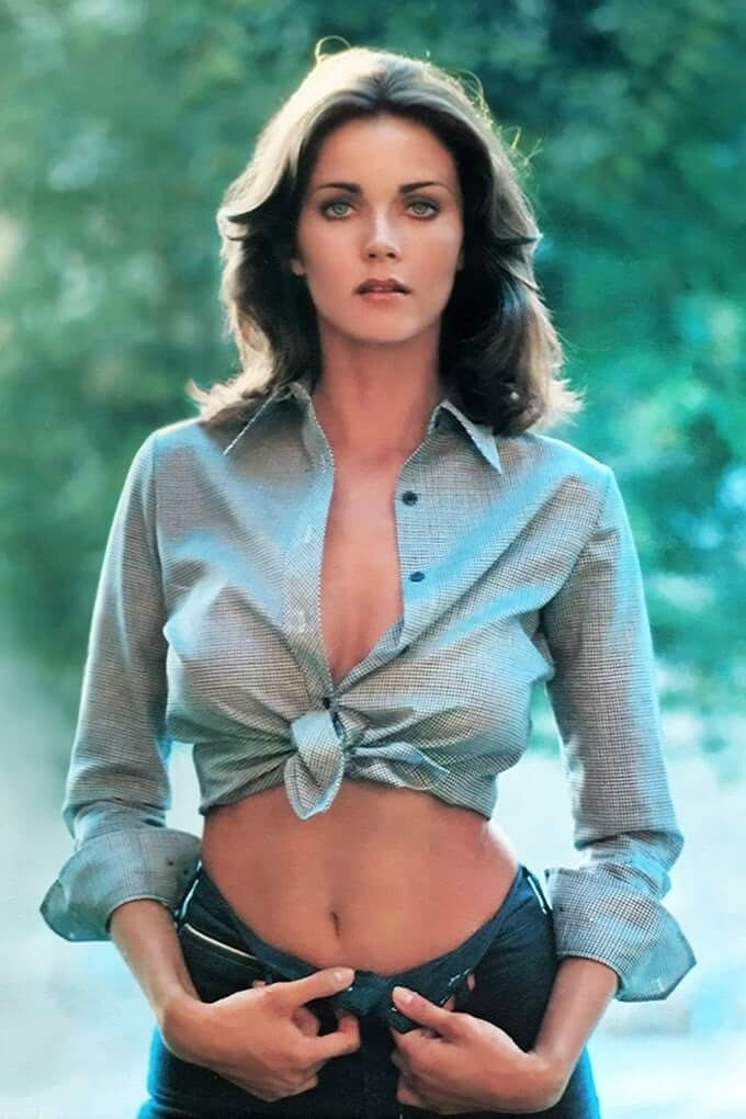 Lynda Carter sexy cleavage pic