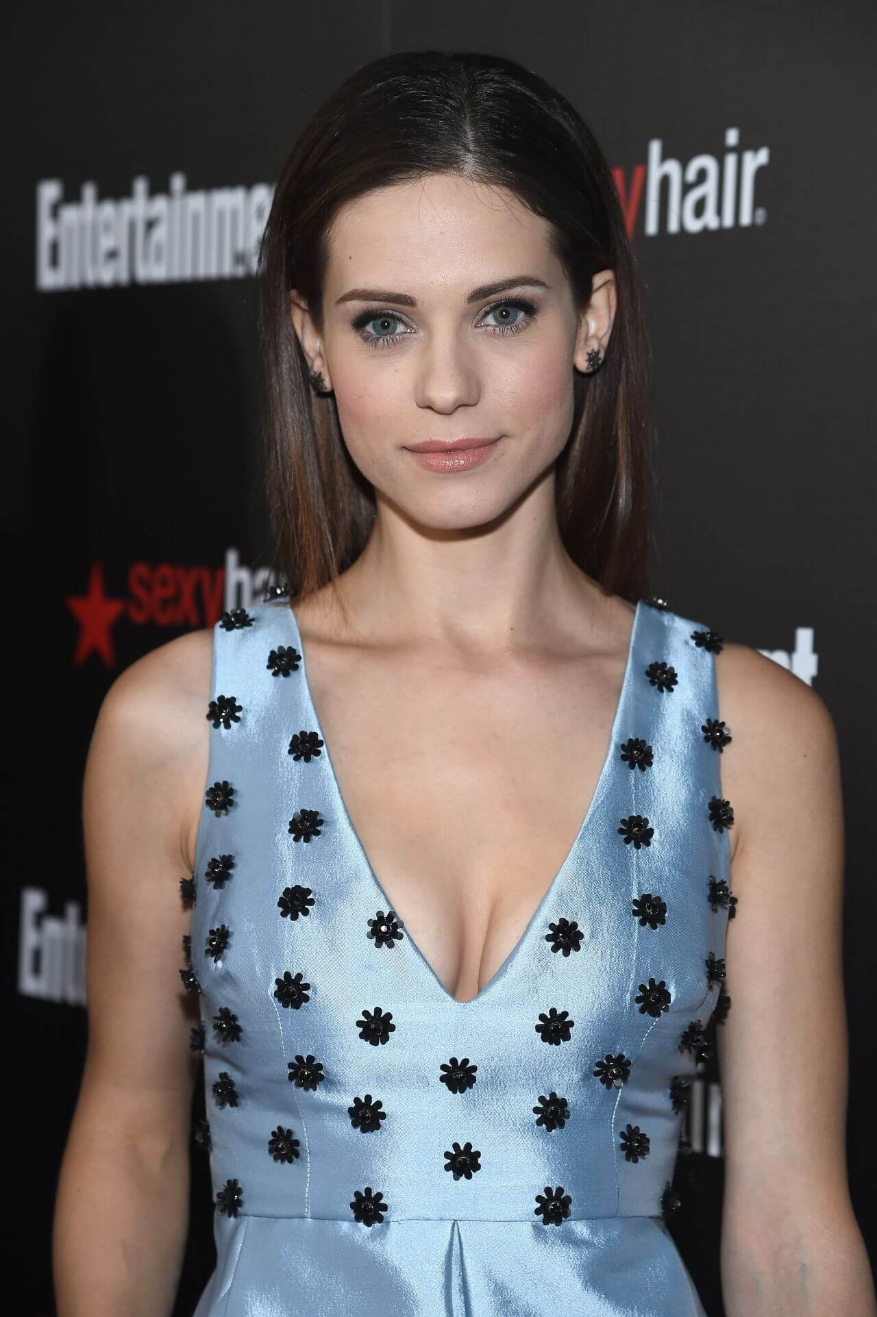 Lyndsy Fonseca cleavage pictures