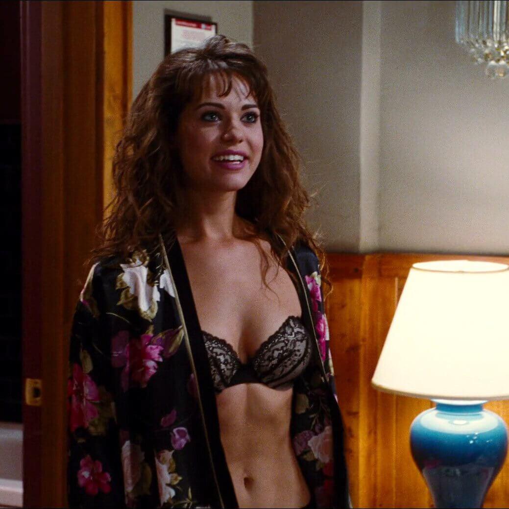 Lyndsy Fonseca sexy cleavage pics