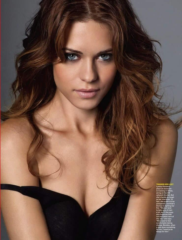 Lyndsy Fonseca sexy cleavage pictures