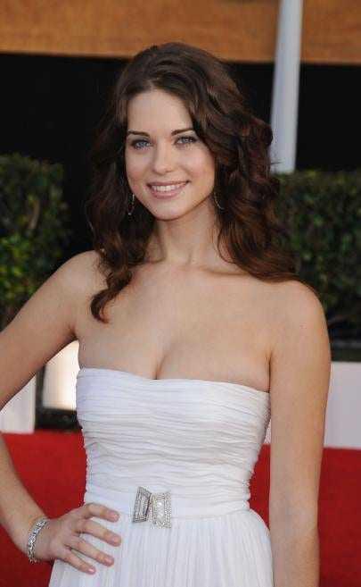 Lyndsy Fonseca sexy look pics