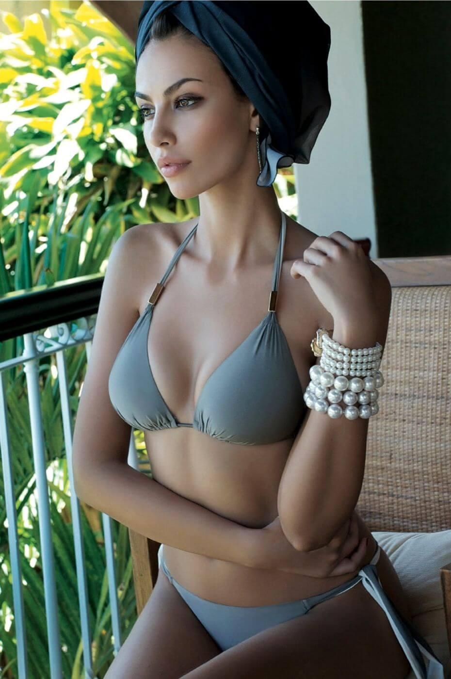 Mãdãlina Ghenea sexy cleavage pictures